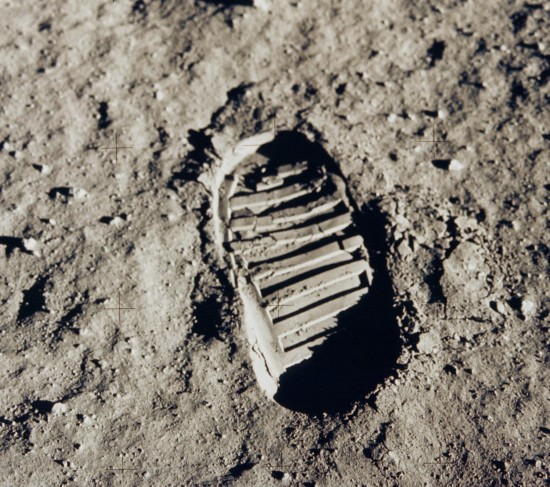footprint_on_the_moon